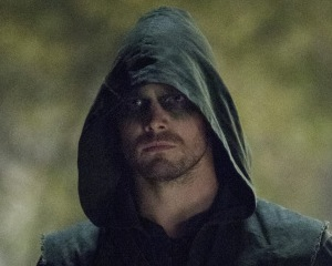 Arrow Preview: Huntress, Well-Dressed Man, Winter Finale