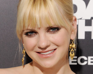 Anna Faris Mom CBS Comedy Pilot