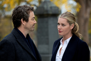 """King & Maxwell"" - Pilot - Sc. 43 Ted BerginÕs funeral# 1 Jon Tenney as Sean King # 2 Rebecca Romijn as Michelle Maxwell"