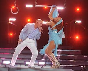 Jennifer-Lopez-Pitbull-American-Idol-Finale