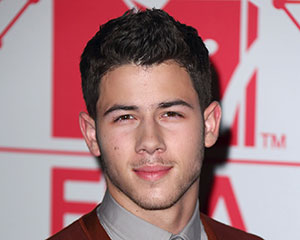 nick-jonas-hawaii-five-0-300