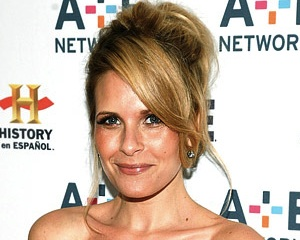 Grey S Anatomy Season 11 Sally Pressman Replaces Sarah Paulson As Young Ellis Grey Tvline