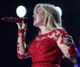 Kelly Clarkson Cautionary Christmas Music Tale