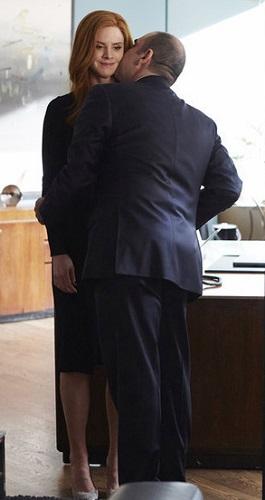 Suits Donna Quits as Harvey's Secretary