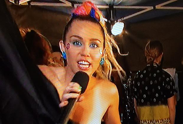 Miley Cyrus Nipple VMAs