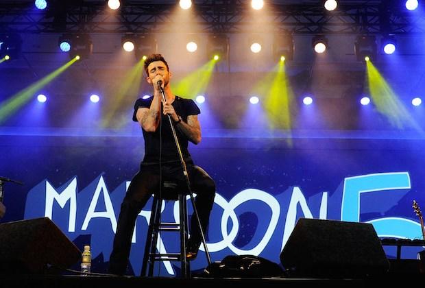 Adam Levine Super Bowl 50 Maroon 5