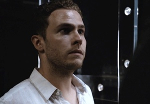 Iain De Castecker Performance