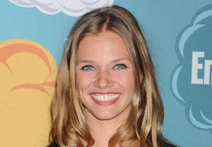 Tracy Spiridakos Recon