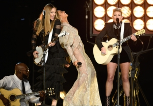 Beyonce Dixie Chicks CMA Awards 2016 Video