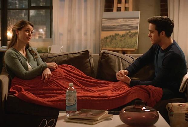 supergirl-kara-mon-el-couch