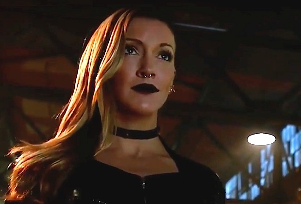 Arrow Season 6 Katie Cassidy Siren