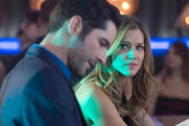 Lucifer First Look: Tricia Helfer Is Back in Season 5, But Mom Seems... Different