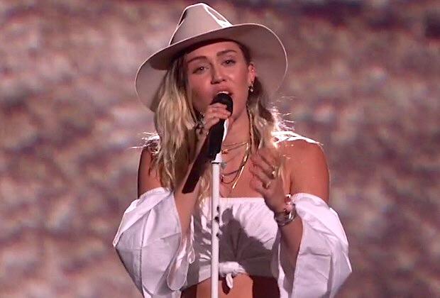 Miley Cyrus BBMAs 2017