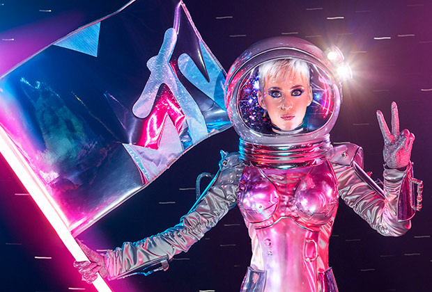 Katy Perry Hosting MTV VMAs 2017