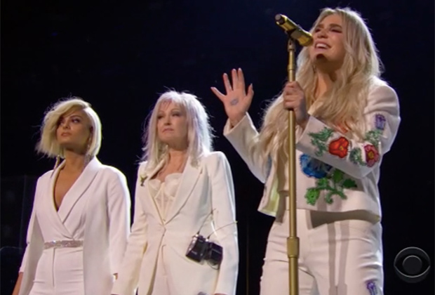 Kesha Praying Grammys 2018