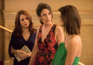 Girlfriends Guide to Divorce Premiere Recap Season 5 Episode 1