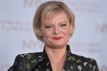 TVLine Items: Martha Plimpton Is Flack Mom, De Niro Roasts Baldwin and More