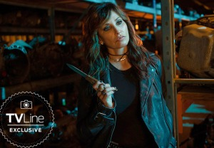 Riverdale Season 3 Gina Gershon Jughead Mom Gladys