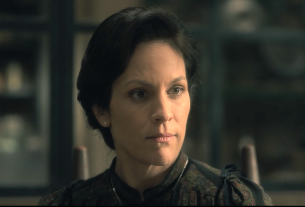The Haunting of Hill HOuse Annabeth Gish Interview Mrs Dudley