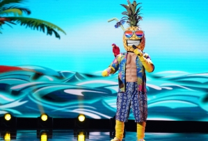 the-masked-singer-recap-season-1-episode-2-pineapple-unmasked