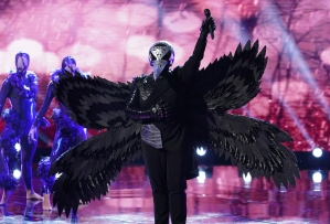 The Masked Singer Season 1 Episode 6 Raven