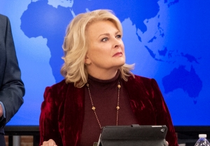 Murphy Brown Revival Renewed Cancelled CBS