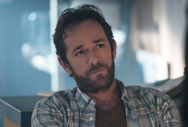 Luke Perry Dead A Tribute To His Riverdale Dad Fred Andrews Tvline