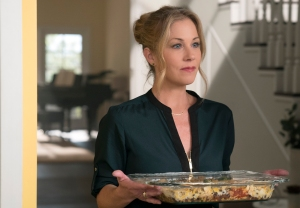 Dead to Me Review Netflix Christina Applegate