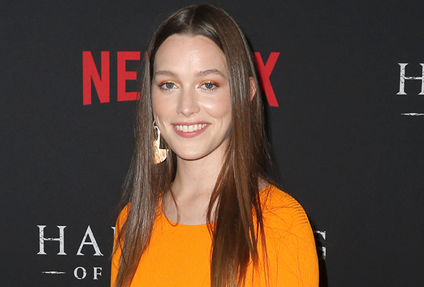 Haunting Of Hill House Season 2 Cast Victoria Pedretti In Bly Manor Tvline