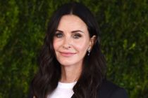 Modern Family Recruits Courteney Cox to Guest Star as Courteney Cox