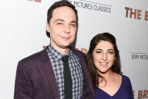 Big Bang Theory Vets Mayim Bialik and Jim Parsons Team for Miranda Remake