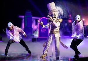 the-masked-singer-paul-shaffer-skeleton-unmasked-season-2-episode-4