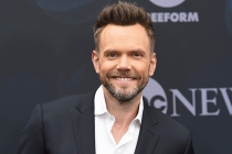 Joel McHale Joins Will & Grace's Final Season as [Spoiler]'s Love Interest