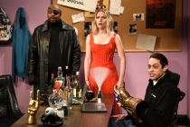 SNL: Scarlett Johansson Saves Cast From Thanos' Snap in Avengers Parody