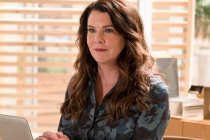 Performer of the Week (2/29): Lauren Graham