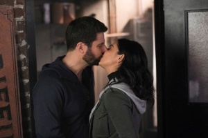 a-million-little-things-recap-season-2-episode-18-mothers-and-daughters