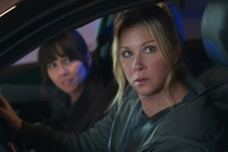 Dead to Me Season 2 Trailer Confirms [Spoiler]'s Return — But How?!