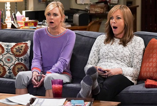 Mom Anna Faris Leaves as Christy