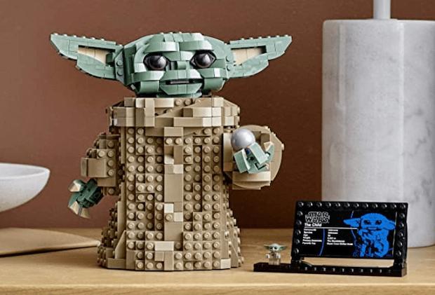 Baby Yoda LEGO Set