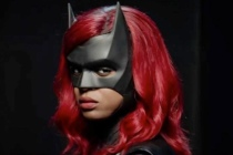 The New Batwoman Suits Up, Confirms Season 2 Costume Change Ahead