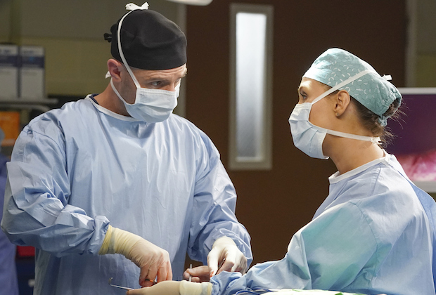 greys anatomy season 17 premiere spoilers richard koracick fight