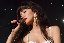 Selena Sings Her Way to Stardom in Trailer for Netflix Bio-Series -- Watch