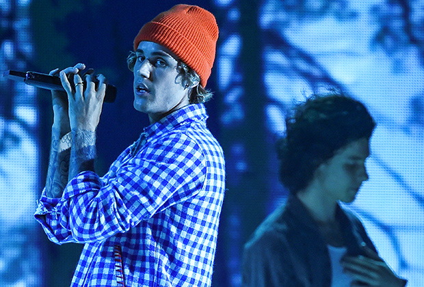 Justin Bieber and Shawn Mendes Open 2020 AMAs With 'Monster' Premiere