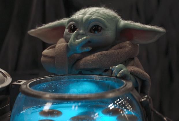 Mandalorian 2x02 Baby Yoda Eats Eggs