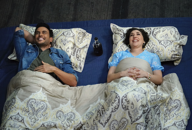 "CALL ME KAT:  Cheyenne Jackson and Mayim Bialik in the ""Vacation"" episode of CALL ME KAT airing Thursday, Jan. 14 (9:00-9:30 PM ET/PT) on FOX. ©2020 FOX MEDIA LLC. Cr. Cr: Lisa Rose/FOX."