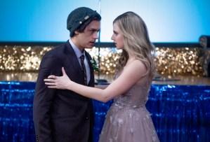 Riverdale Season 5 Premiere Jughead Betty Prom