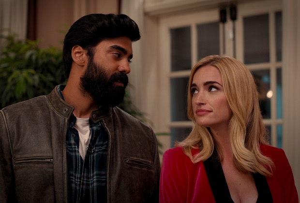 GINNY & GEORGIA (L to R) RAYMOND ABLACK as JOE and BRIANNE HOWEY as GEORGIA in episode 101 of GINNY & GEORGIA Cr. COURTESY OF NETFLIX © 2020