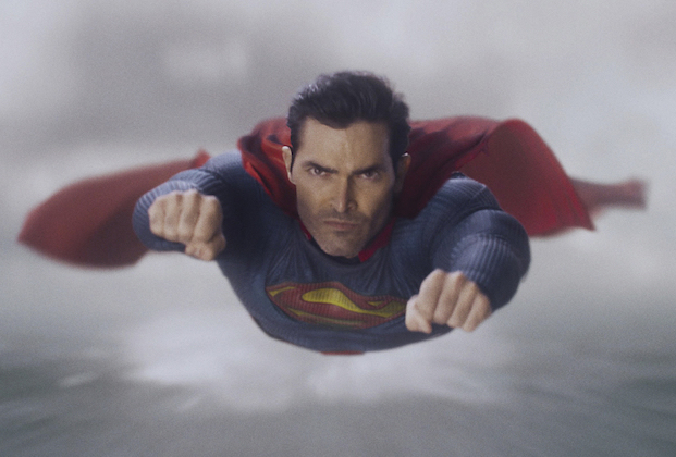 "Superman & Lois -- ""Pilot"" -- Image Number: SML101fg_0007r2_HD.jpg -- Pictured: Tyler Hoechlin as Superman -- Photo: The CW -- © 2021 The CW Network, LLC. All Rights Reserved"