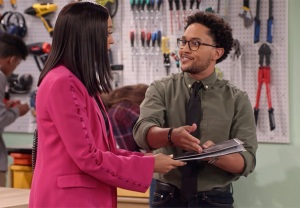 Tia and Tahj Mowry in Netflix's Family Reunion