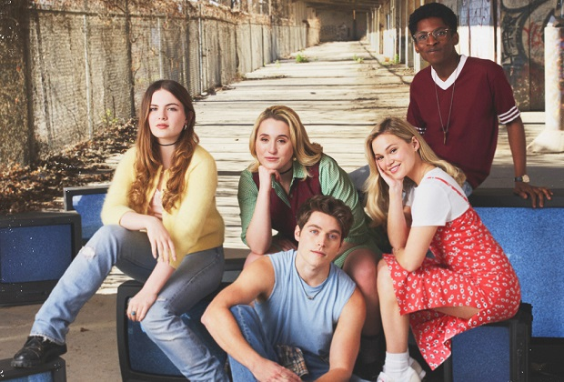 "CRUEL SUMMER - Freeform's ""Cruel Summer"" stars Chiara Aurelia as Jeanette Turner, Harley Quinn Smith as Mallory Higgins, Froy Gutierrez as Jamie Henson, Olivia Holt as Kate Wallis and Allius Barnes as Vince Fuller. (Freeform/Frank Ockenfels)"